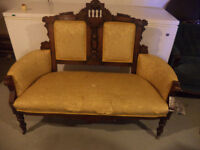 ANTIC  SOFA---REDUCE  -BANC SOFA ANTIQUE  425$ OBO