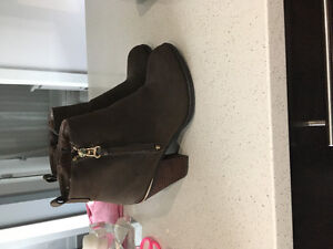 Brown Steve Madden booties size 38