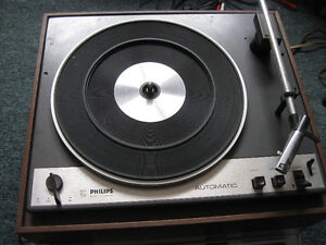 turntable find used electronics in british columbia kijiji classifieds. Black Bedroom Furniture Sets. Home Design Ideas
