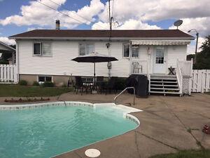 Maison secteur douville piscine creusée par Pierre Méthot Saint-Hyacinthe Québec image 2