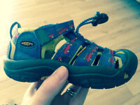 KEEN Boys Size 9 sandals for sale