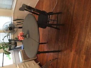 Kitchen table- chalk painted with two chairs! London Ontario image 1