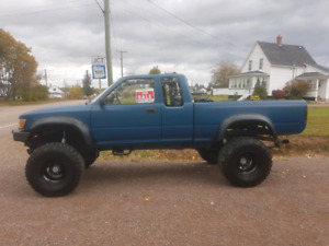 Lifted and built 1990 toyota v8 truck on 35 inch tires