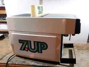 Machine à liqueur 7up vintage! 100% fonctionelle !