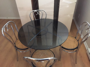 Vintage retro table verre 4 chaises glass table 4 chairs. 99$