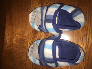 Boys slippers size 7/8