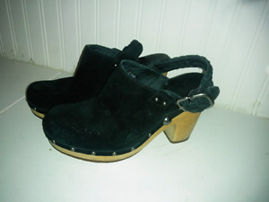 UGG Abbie clogs with strap size 8