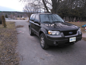 2005 Ford Escape AWD. Trade for 8 seater vehicle!