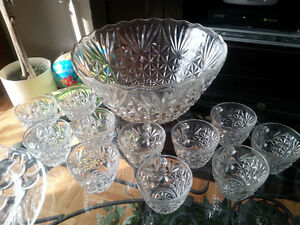 Vintage pressed glass Arlington punch bowl set with 11 cups
