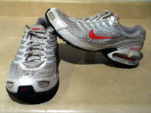 Women's Nike Air Max Torch 4 Running Shoes Size 8 London Ontario image 1