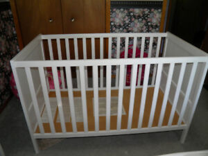 White Crib in Great Condition