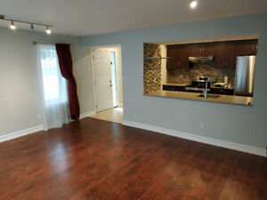 Beautiful 2+1 bed 1.5 bath BungalowTownhouse Central Mississauga
