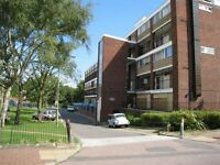 4 bedroom flat in Tildesley Road, Roehampton, SW1
