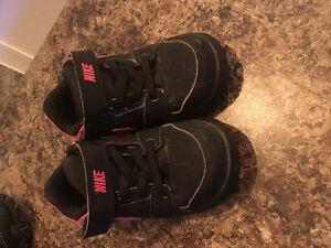 Nike girls shoe siZe 7