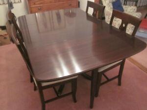 Gibbard - Willington Drop-Leaf Dining Room Set