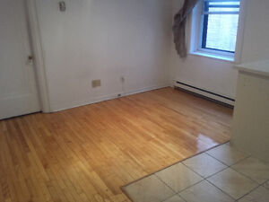 2 1/2 in NDG available Oct 1st beside Sherbrooke near lots to do