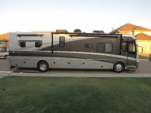2005 Fleetwood Revolution LE Motorhome, 400hp Cat w/4 Slides