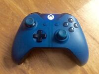 Xbox One Special Edition Forza Motorsport 6 Wireless Controller.