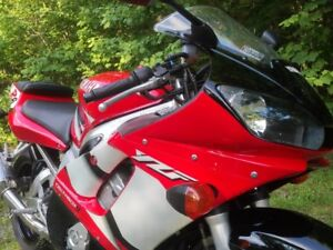 2002 Yamaha YZF-R6 - Low mileage - Excellent Condition