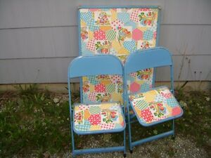 VINTAGE CHILDS FOLDING TABLE & CHAIR SET