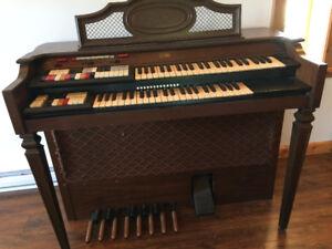 Conn The Strummer Organ