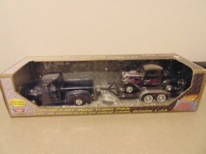 Motormax Ford Pickup + Ford Coupe 1:24 Die Cast Metal Trailer Pa