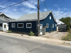 Port Stanley Cottage - Across from Beach - 3 Bedrooms - Sleeps 8