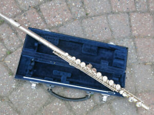 Yamaha Flute Model YFL-221 in excellent shape!  Plays perfect!