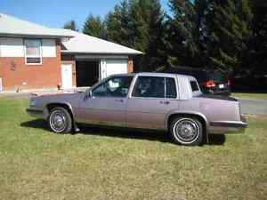 1985 Cadillac Fleetwood ELEGANCE Sedan