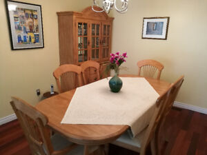 DINNING TABLE, 6 CHAIRS AND A HUTCH / SOLID WOOD