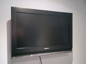 "Toshiba 26"" LCD TV (takes 40 minutes to warm up)"