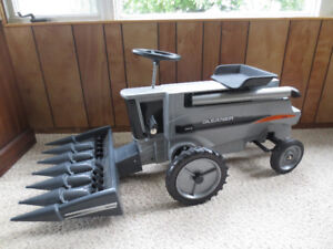 Gleaner A85 Toy Pedal Combine Tractor