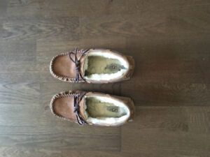 Women's Size 6 UGG slippers