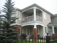 Wentworth, Bungalow Style 2bed +den 2 bath Townhouse 1237 Sqft