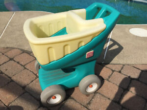 Petit chariot roulant enfant extérieur