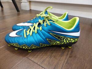 Nike Hypervenom Women's Soccer Cleat US size 9.5 (EUR 41)