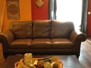 Just reduced by $500.00 Stunning 3 piece leather couch set. Peterborough Peterborough Area image 3