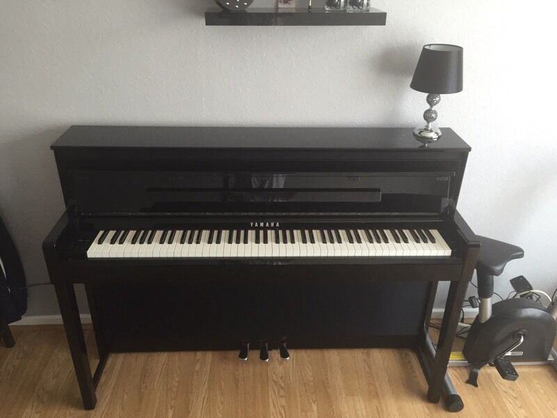 yamaha clavinova clp 585 digital piano in newcastle. Black Bedroom Furniture Sets. Home Design Ideas