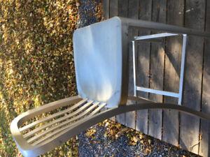Aluminum bar stools with backs