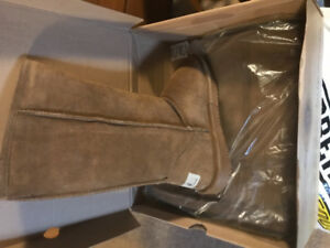 "Shearling boots by ""bear paw""  like Uggs . Ladies size 8"