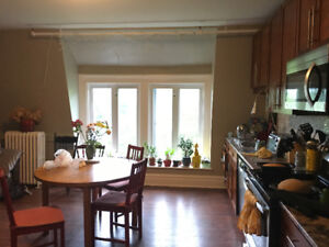 4 BEDROOM STUNNING AND SPACIOUS