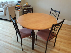 Round dining table with chairs, seats 4