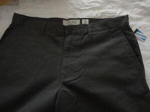 Men's Old Navy grey khaki dress pants Size 33 x 36 inches NWT London Ontario image 3