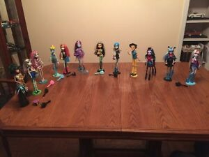Monster high dolls and house