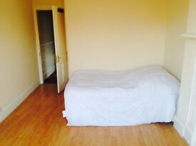 2 ROOMS FRIENDLY VICTORIAN HOUSE 2 BATHS, GARDEN 2 MINUTES TO BROCKLEY ZONE 2 TUBE AND TRAIN STATION