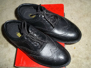 SIZE 10 ATHLETIC WORKS SPIKELESS GOLF SHOES WORN ONLY ONCE