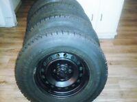 4 pneus d`hiver toyo G 02 Plus 265-70-R17 en très bonne état