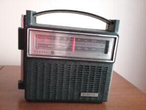G.E. Transistor AM/FM Radio circa 1970's