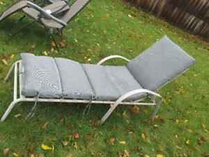 Adjustable lounge chair with cushion