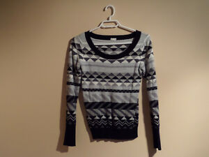 Knit black and white sweater top with Aztec print. Size XSMALL